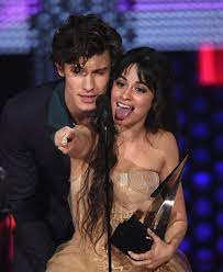 Camila Cabello gesteht, Bleistift im ...