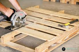 Wood Projects Using Pallets | How To build an Easy DIY Woodworking