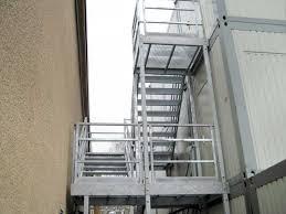 Podest mit treppe und geländer. Sonderangebote Aussentreppensystem Fur 3 Stockige Anlagen Fluchttreppe Menzl Gmbh