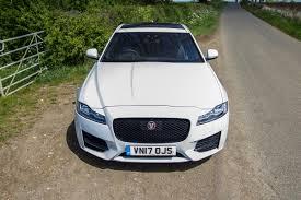 Xf drugiej generacji został po raz pierwszy oficjalnie zaprezentowany podczas targów motoryzacyjnych w nowym jorku 1 kwietnia 2015 roku. Jaguar Xf 2018 Sumptuous Luxury Now With New Engines Pock