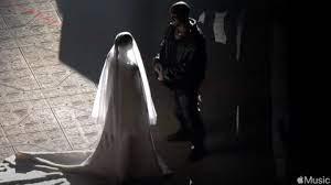Kim Kardashian im weißen Hochzeitskleid ...