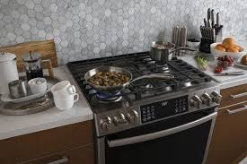 The Best Slide-In <b>Gas Ranges</b> for 2020 | Reviews by Wirecutter