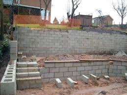 how to build a cinder block retaining wall on a slope cinder block retaining wall design