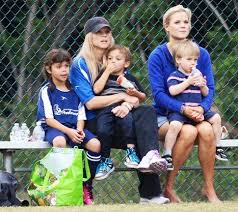 Tiger woods was cheered on by girlfriend erica herman and his children sam and charlie during his electrifying charge at the open. Elin Nordegren Coaches Soccer Game With Her Kids Twin Sister As Tiger Woods Lindsey Vonn Confirm Relationship Pictures Us Weekly