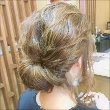 外人風緩めのヘアセットです ギブソンタックに後れ毛を出して仕上げ