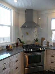 I love that the oven/stove is in the corner: a perfectly wasted use