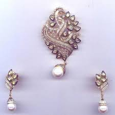 gold diamond pendant set