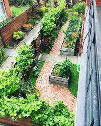 an amazing suburban garden love how