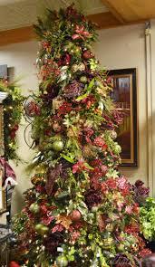 Burgundy & Green themed Christmas tree. Christmas Lights DecorModern ...