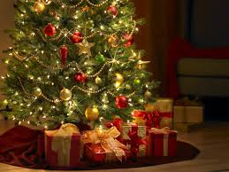 Christmas Tree With Lots Of Presents - wallpaper.