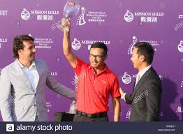Hong Kong actor Michael Miu, center, holds up his trophy for the best  dressing at an award ceremony of the 2012 Mission Hills World Celebrity  Pro-Am g Stock Photo - Alamy