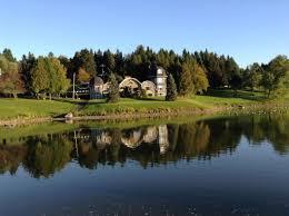 coaticook domaine à vendre sur le bord d un lac privé barrage chalet pour location garages terre de 23 68 arp