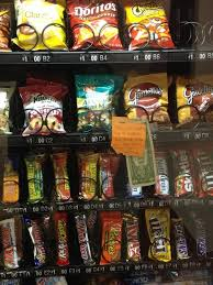 How To Get Snacks From A Vending Machine For Free Custom 48 Warm And Fuzzy Moments Captured On Camera Pinterest