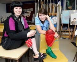 Media dis&dat: Australian amputee makes prosthetics into art