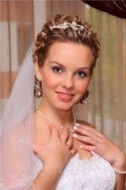 Svadobné účesy S Ofinou Nevesty Styling S Krátkymi Vlasmi