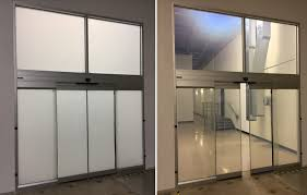 two photos of the conference room s glass one opaque and one clear