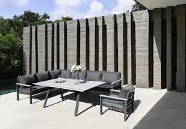Grau Modern Und Gemütlich Gartenlounge Mit Tisch Gartenmöbel