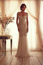 the advantages of vintage wedding dresses interclodesigns