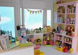 Hintergrundbilder Katze Fenster Augen Zimmer Lila Haus Regal
