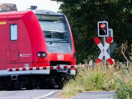 Über dieses thema berichtete ndr info am 08. Lokfuhrer Stimmen Fur Streik Bei Der Deutschen Bahn