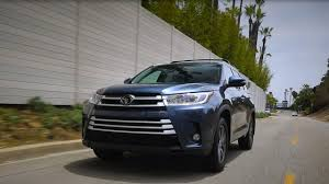 2017 Toyota Highlander LE Review | Kelley Blue Book
