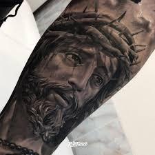 фото татуировки иисус в стиле реализм черно белые татуировки на