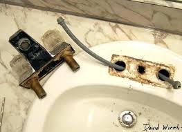 bathtub faucet leaking bathtub faucet removal how to replace a faucet bathtub faucet bathtub faucet leaking