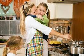 Resultado de imagen de mujer trabajando en casa
