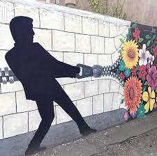 نقاشی دیوار ناهنجاریهای جامعه را کنترل میکند همدان پیام