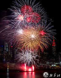 สีสันพลุดอกไม้ไฟต้อนรับตรุษจีนในนิวยอร์ก