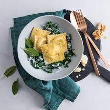Selbstgemachte Kräuter-Ravioli mit Käse-Nussfüllung - Rezept | K