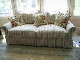 Make Your Living Room Stylish With A Shabby Chic Couch