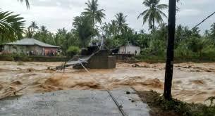 Hasil gambar untuk banjir jembatan putus beringin