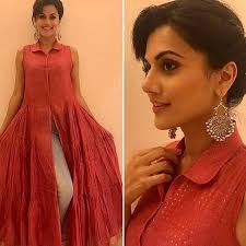 she accessorized her look with mini embossed paan leaf ghungroo earrings by ritika sachdeva with her short hair styled chic and a subtle makeup by nicky