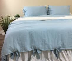 ... blue duvet cover, natural linen, ties ...