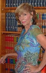Who is Lucinda Crosby dating? Lucinda Crosby boyfriend, husband