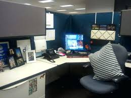 decorate office space. Mesmerizing 5 Throw In A Pillow Layout Office Decorating Space At Work For Christmas Decorate