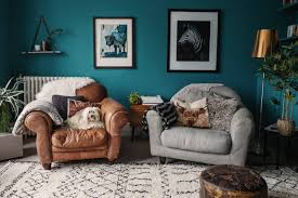 15 living rooms that boast a teal color