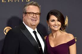 1 biography 1.1 before the show 1.1.1 fizbo 1.1.2 rivals 2 personality 3 appearance 4 season summaries 5 relationships 5.1 family 5. Look Eric Stonestreet Announces Engagement To Girlfriend Lindsay Schweitzer Upi Com