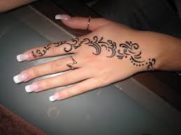 надписи хной на руке фото