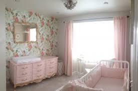 Relaxed yet stylish: Shabby chic nursery decor