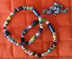 picture of make a recycled paper bead bracelet