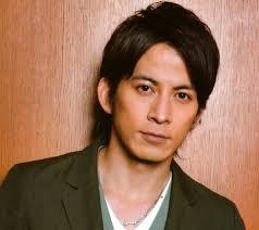 V6 岡田准一の髪型がカッコいい最新歴代ヘアスタイル画像まとめ