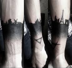 фото тату город в стиле блэкворк от мастера марта грин