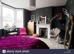 Dunklen Schlafzimmer Mit Sortierten Vintage Und Graham Und Grün