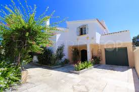 Villa For Sale In Estepona With 3 Bedrooms