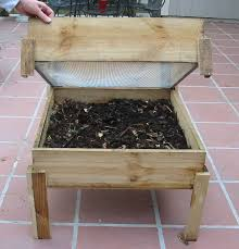 10 helpful worm composting bin ideas and plans