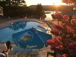 table rock lake at the rocks is a fun resort if you re ready to enjoy table rock lake and have a lively weekend located adjacent to the hotel and cotes