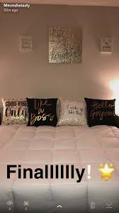 Black, White & Gold Bedroom Idea!   New house in 2019   Gold bedroom ...