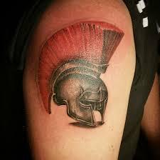 татуировка на плече шлем гладиатора тату сделана одним сеансом
